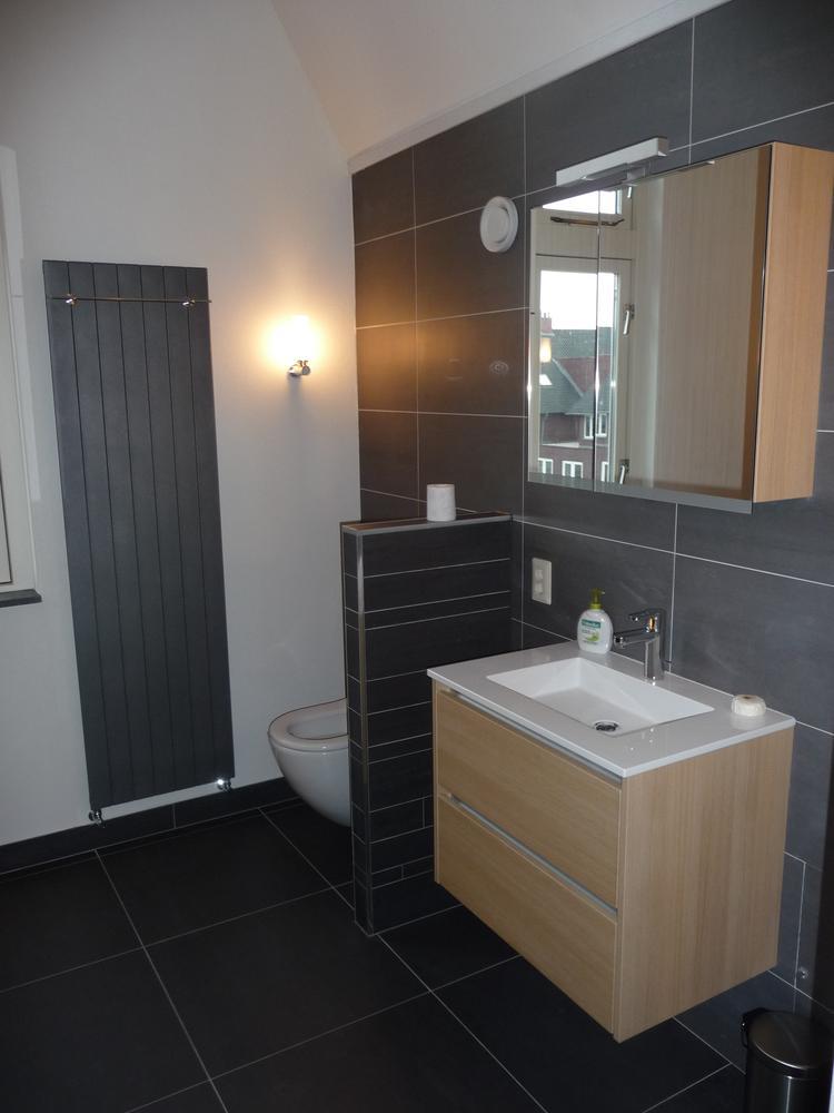 Badkamer 2-3. Stucwerk op de wanden, naast tegels . Foto geplaatst ...