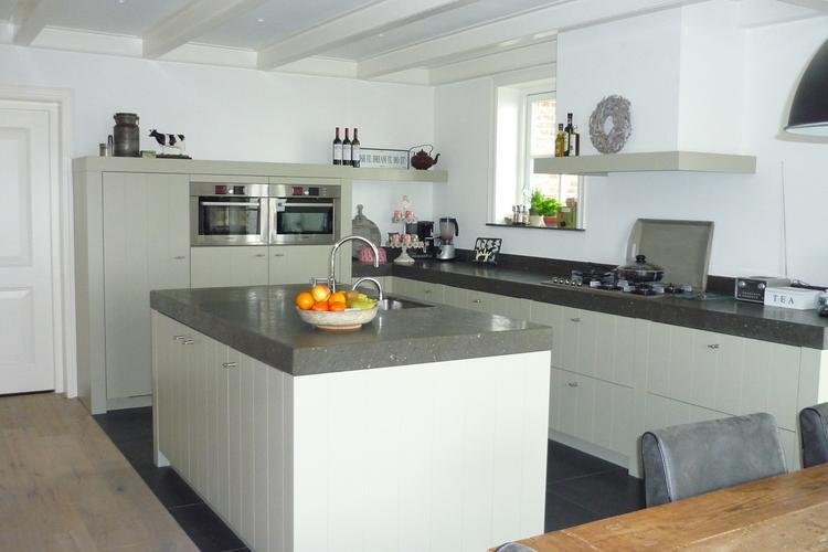prachtige opstelling keuken, strakke lijnen en toch vriendelijke, Meubels Ideeën