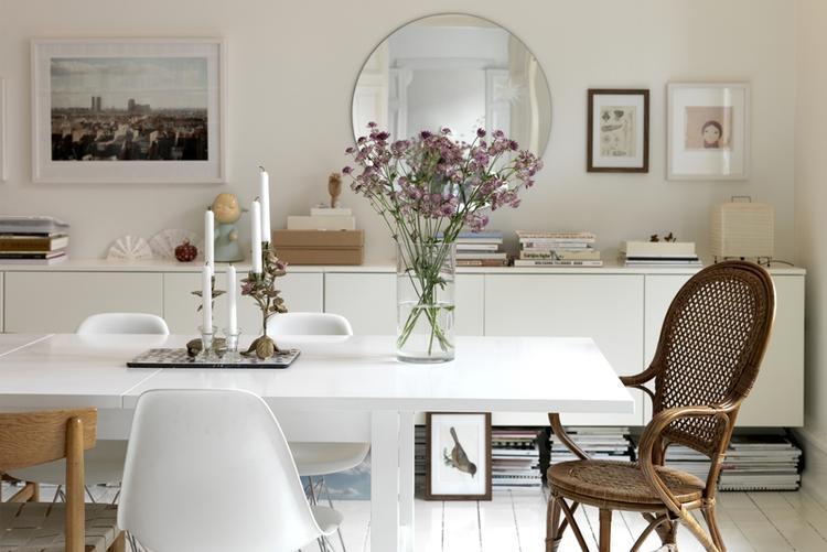 het mooie grote dressoir aan de muur zijn keukenkasten van ikea, Meubels Ideeën
