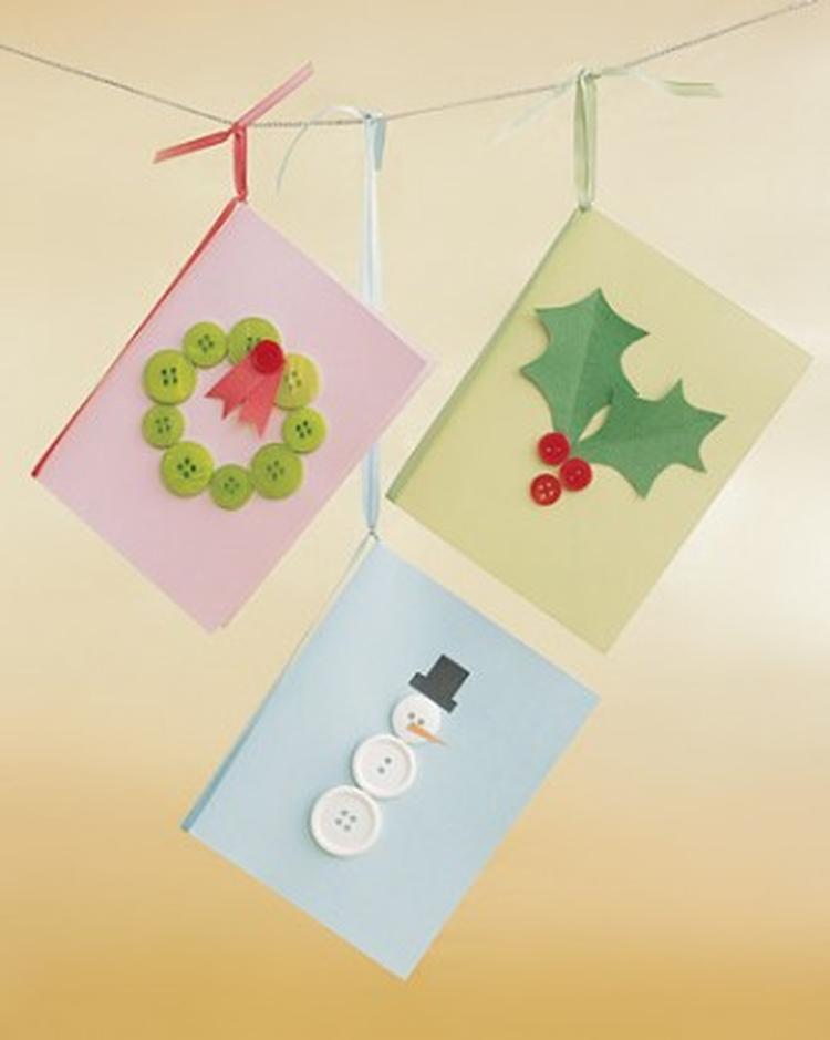 Zeer kerstkaarten maken met knopen. Foto geplaatst door Susanneha op  @VU09