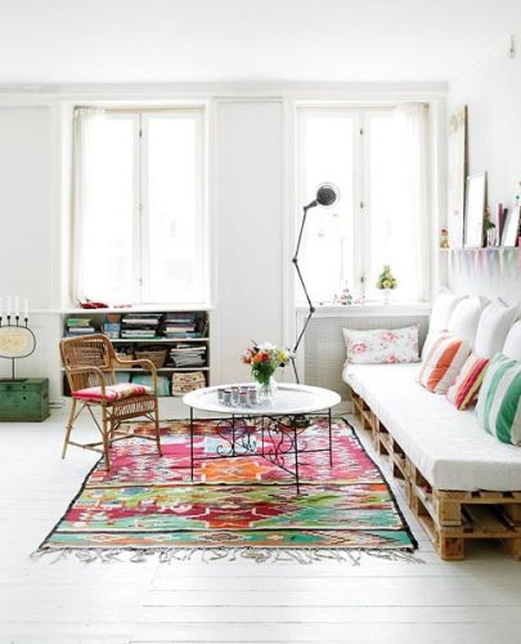 Beste Een bed of bankje van pallets. Leuk voor bijvoorbeeld de woonkamer WO-59