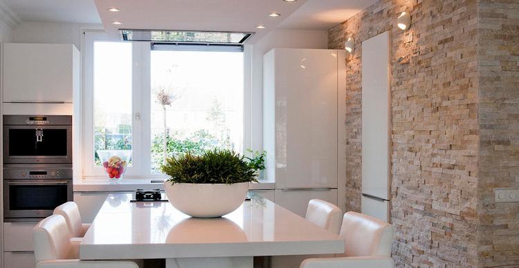 Natuursteen Strips Badkamer : Modern keuken met veel lichtinval. barroco natuursteenstrips