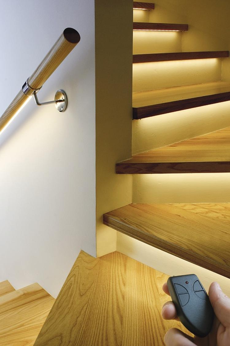 Verlicht je trap met ledstrips...geweldig idee!. foto geplaatst ...
