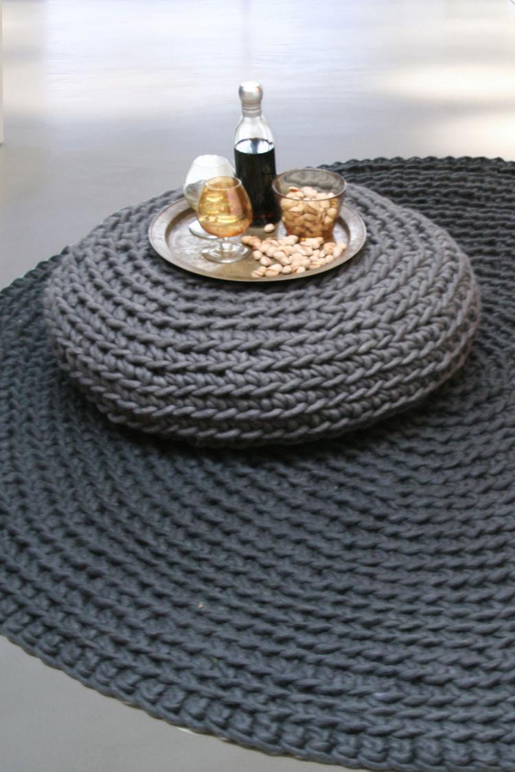 Fabulous Donkergrijs vloerkleed. Een prachtig rond vloerkleed gehaakt van @WA29