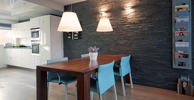 Barroco Natuursteenstrips - Modern Black - Woonkamer met Open Keuken ...