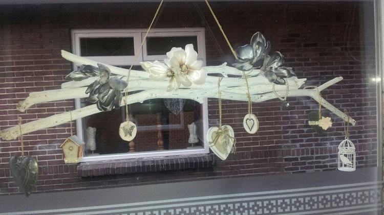 Decoratie takken voor het raam for Hangdecoratie raam