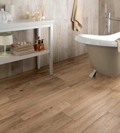 tegelen op hout badkamer