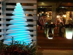https://cdn2.welke.nl/cache/resize/242/auto/photo/10/27/44/Prachtige-verlichte-kerstboom.1383748583-van-PUURDesign.jpeg