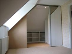 Slaapkamer Schuin Dak : Zo bouw je je zolder om tot slaapkamer allsafe