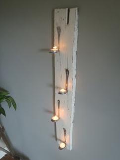 Plank Met Verlichting. Elegant Op Zoek Naar Een Blinde Wandplank ...