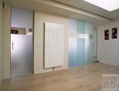 https://cdn1.welke.nl/cache/resize/242/auto/photo/14/73/36/Glazen-schuifdeuren-en-een-glazen-deur-tussen-woonkamer-en-keuken.1396106566-van-koen_dr.jpeg
