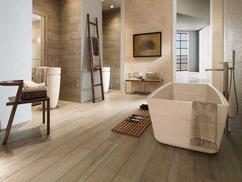 Houtlook tegels gecombineerd met witte tegels badkamer