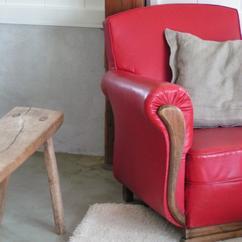 https://cdn3.welke.nl/cache/resize/242/auto/photo/16/47/6/Rode-stoel-voor-een-bijzonder-plekje-in-je-woonkamer.1346703792-van-Droomkasteel_B2G089q.jpeg