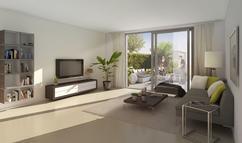 Groen In Woonkamer : Comfortabele beige woonkamer met glanzende hardhoutvloer en groen