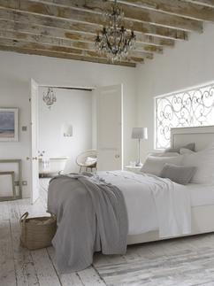 Betonlook slaapkamer - Leem. Slaapkamer met betonlook muur, design ...