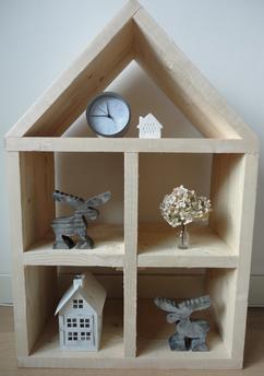 stoer poppenhuis gemaakt van steigerhout ook te gebruiken
