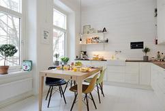 Witte Keuken Sfeer : Keuken met shutters jaloezieën vouwgordijnen en verticale