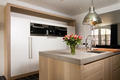 Witte Eiken Keuken : Witte massief eiken keuken op maat de bosbeke