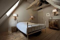 https://cdn4.welke.nl/cache/resize/242/auto/photo/27/21/63/Mooie-sfeer-slaapkamer.1419086077-van-SarahJane.jpeg