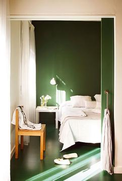 https://cdn2.welke.nl/cache/resize/242/auto/photo/28/80/39/groene-muur-in-slaapkamer.1421595024-van-Babskie.jpeg