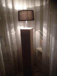 https://cdn1.welke.nl/cache/resize/242/auto/photo/30/38/50/Lamp-gemaakt-van-gebruikt-steigerhout-Zie-de-andere-foto-waar-de-lamp.1424086416-van-Borretje.jpeg