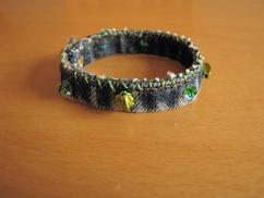 Armbandje van de oude spijkerbroek (2) met groene details