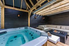 Jacuzzi In Tuin : Outdoor hot tub jacuzzi op de tuin u stockfoto nadak