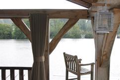 mooie houten overkapping met speciale buiten