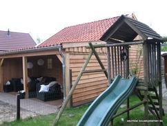 Garage Met Veranda : Tuinhuis met veranda zwart gebeitst met eikenhouten staanders