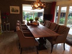 https://cdn1.welke.nl/cache/resize/242/auto/photo/37/05/12/Opzoek-naar-een-prachtige-set-eetkamerstoelen-in-de-landelijke-stijl.1439634290-van-Bankstyle.jpeg