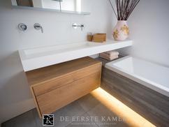 Badkamer Met Hout : Luxe badkamer met eiken houten look badkamers voorbeelden