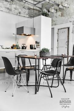 scandinavisch industrieel interieur eetkamer wit zwart rustig neutraal