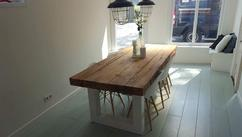 Industriele tafel met stalen h profiel koker rustiek eiken blad