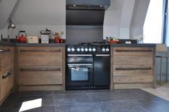 Restylexl keuken gemaakt van barnwood product in beeld