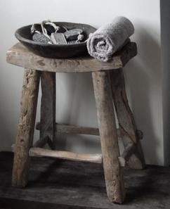 Krukje voor in badkamer met natuurstenen schaal. Foto geplaatst door ...
