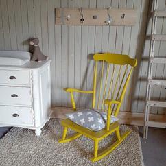 Schommelstoel Voor Op De Babykamer.De Leukste Ideeen Over Babykamer Schommelstoel Vind Je Op Welke Nl