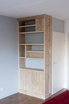 open vakkenkast gemaakt van steigerhout de