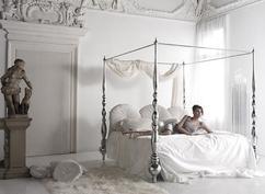 Hemelbed In Slaapkamer : Hoeveel kussens zou je in de slaapkamer moeten hebben liggen een