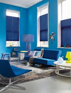 kleurrijke blauwe woonkamer