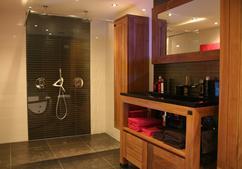 Badkamermeubel Op Pootjes : Badkamermeubel op maat te boveldt meubelmakerij interieurbouw