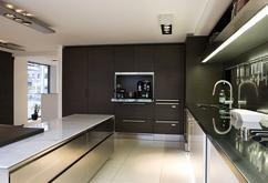 Mat grijs met contrasterende marmer dsm keukens