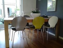 Eettafel stoelen stof en van hout wit in hillegom huis