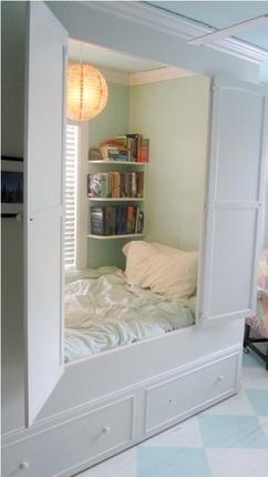 Bed In Een Kast Gezellig Foto Geplaatst Door