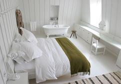 https://cdn4.welke.nl/cache/resize/242/auto/photo/75/03/1/witte-slaapkamer-met-bad.1375540535-van-anna.z_jcFV2Gw.jpeg