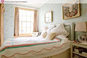een gezellige kleine slaapkamer, weet iemand welk behang dit is, Deco ideeën