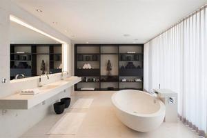 strakke badkamer; mooie indirecte verlichting.. Foto geplaatst door ...