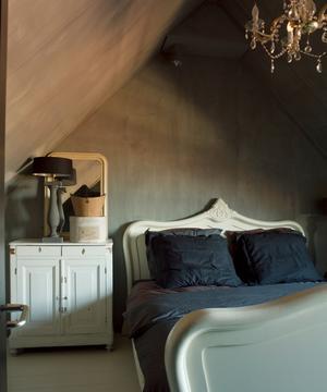 mooie kleur kalkverf op muren in slaapkamer. Foto geplaatst door ...