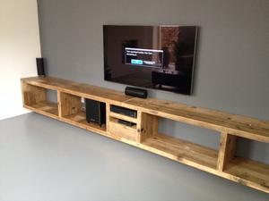 Zwevende Tv Meubels : Zwevend tv meubel van oud steigerhout.. foto geplaatst door