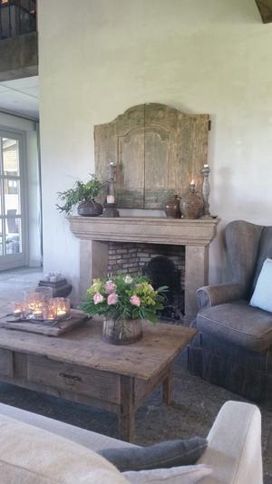 Schouw/haard landelijke stijl. Bank en fauteuil van Hoffz ...