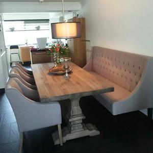 Mooie eethoek robuuste tafel, klassiek en moderne, bank en stoelen ...